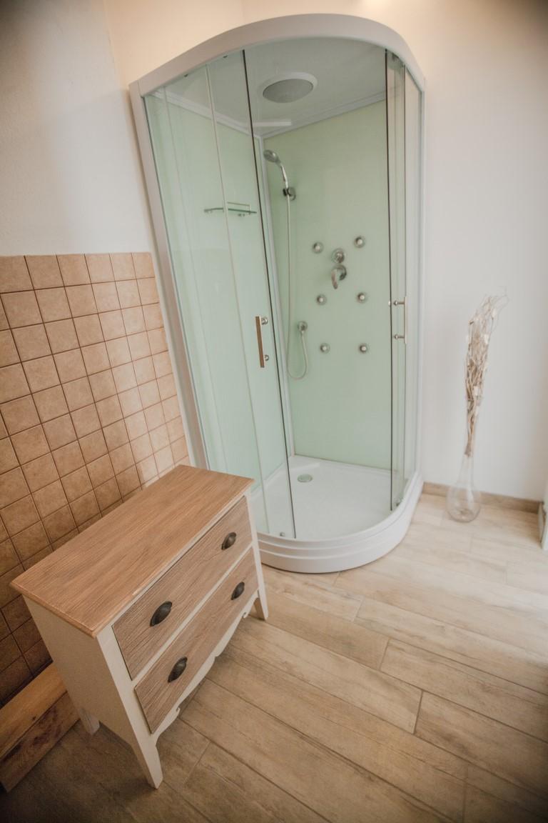honey top view bathroom (Medium)