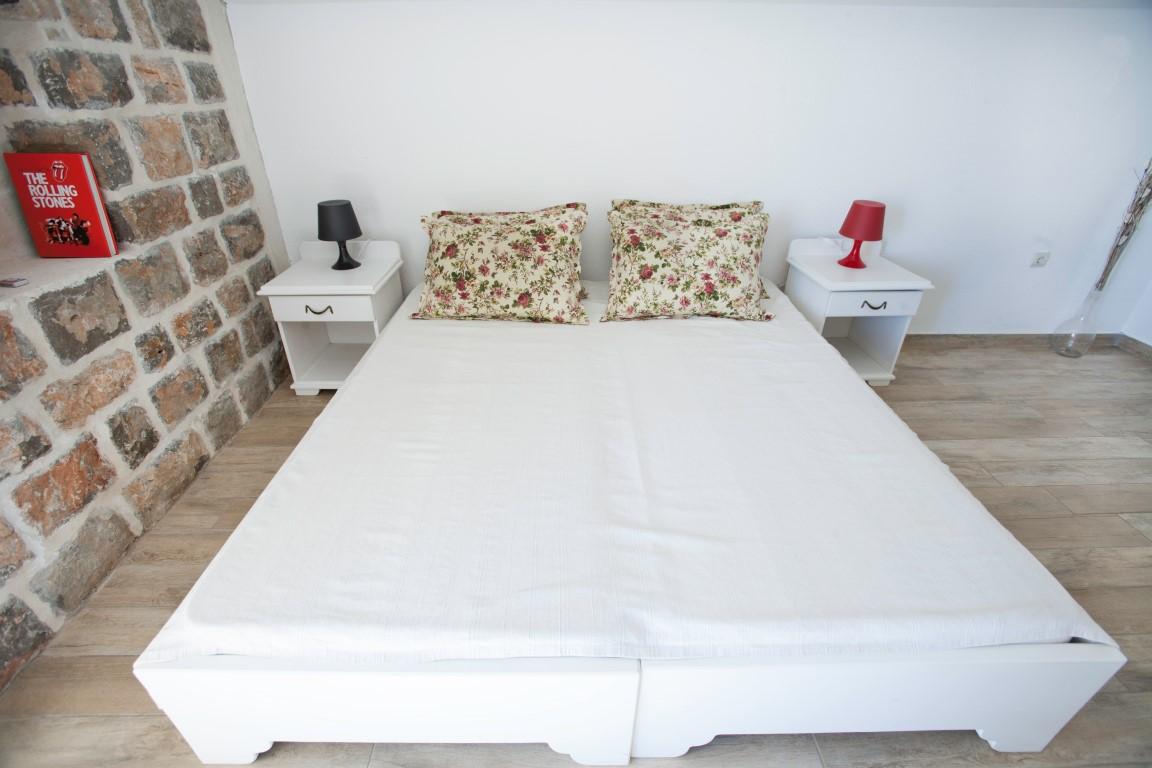 honey top view bedroom (Medium)